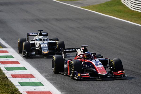 Bent Viscaal (NLD, Trident), leads Matteo Nannini (ITA, Campos Racing)