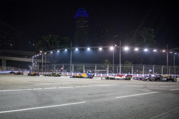 Carlos Sainz Jr., McLaren MCL34, leads Nico Hulkenberg, Renault R.S. 19, Lando Norris, McLaren MCL34, and Antonio Giovinazzi, Alfa Romeo Racing C38