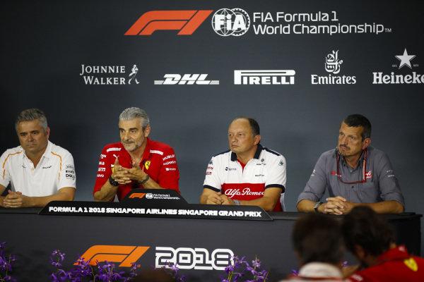 Gil de Ferrarn, športový riaditeľ, McLaren, Maurizio Arrivabene, riaditeľ tímu, Ferrari, Frederic Vasseur, tím Alfa Romeo Sauber F1, riaditeľ tímu a Guenther Steiner, riaditeľ tímu Haas F1.