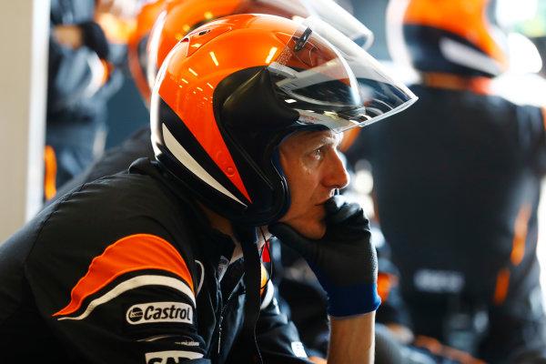 Albert Park, Melbourne, Australia. Sunday 26 March 2017. The McLaren pit crew. World Copyright: Steven Tee/LAT Images ref: Digital Image _R3I0816