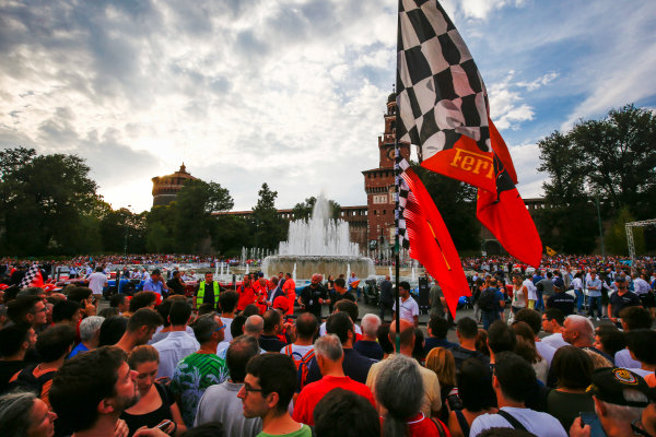 Autodromo Nazionale di Monza, Italy. Thursday 31 August 2017. Pre-event atmosphere at the parade in Milan. World Copyright: Andy Hone/LAT Images  ref: Digital Image _ONY4672