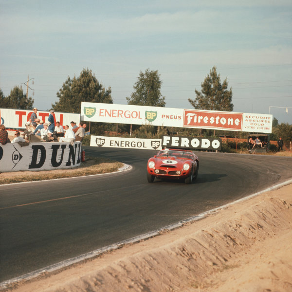 Le Mans, France. 23rd - 24th June 1962.Olivier Gendebien/Phil Hill (Ferrari 330LM), 1st position, action. World Copyright: LAT Photographic.Ref:  545.