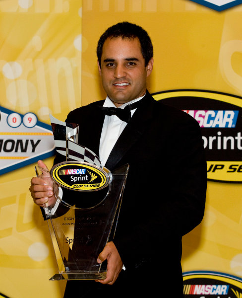 1-4 December, 2009, Las Vegas, Nevada, USAJuan Pablo Montoya with trophy©2009, Michael L. Levitt, USALAT Photographic