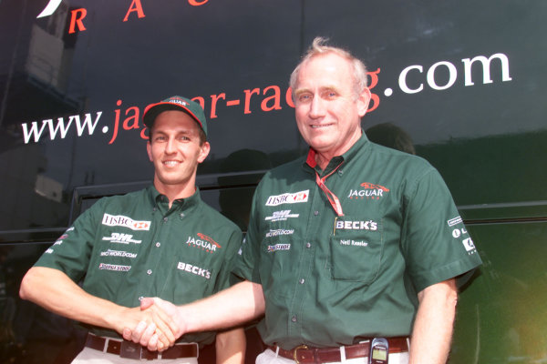Monza, Italy. 8-10 September 2000.Luciano Burti with Jaguar Racing Chairman Neil Ressler.World Copyright - Lawrence/LAT Photographic