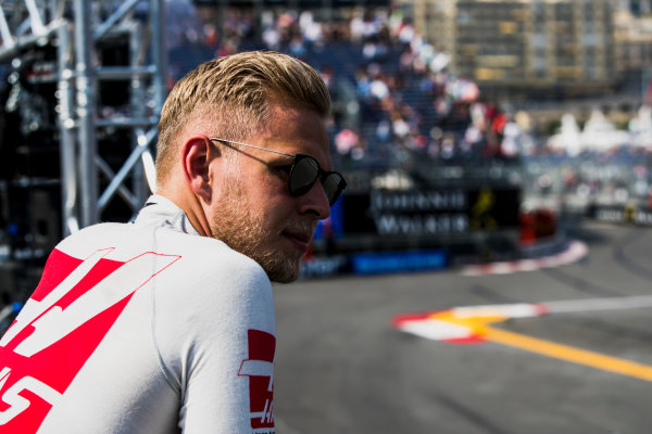 2017 FIA Formula 2 Round 3. Monte Carlo, Monaco. Thursday 25 May 2017. Kevin Magnussen watches F2 qualifying from the pit lane. Photo: Zak Mauger/FIA Formula 2. ref: Digital Image _56I5811