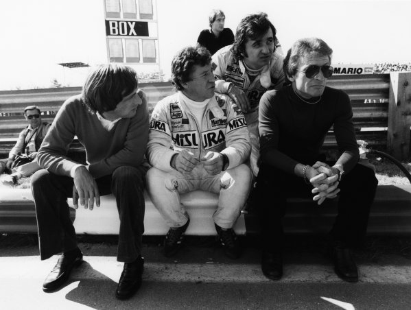 1981 Formula 1 World Championship. Bruno Giacomelli, Mario Andretti and Gerard Ducarouge sit in the pit lane, portrait.  World Copyright: LAT Photographic.  Ref:  B/W Print.