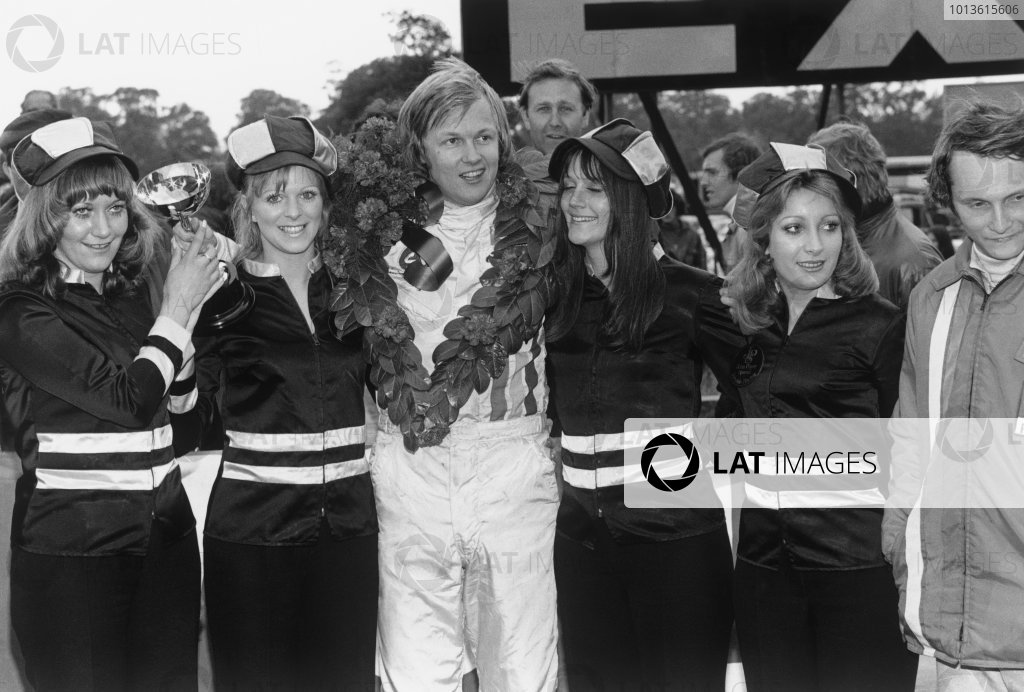 Oulton Park, England. 16th September 1972.Ronnie Peterson (March 722 - Ford BDA), 1st position, with Niki Lauda (March 722 - Ford BDF), 2nd position, on the podium with the sponsor girls, portrait. World Copyright: LAT Photographic.Ref:  4805 - 34A.