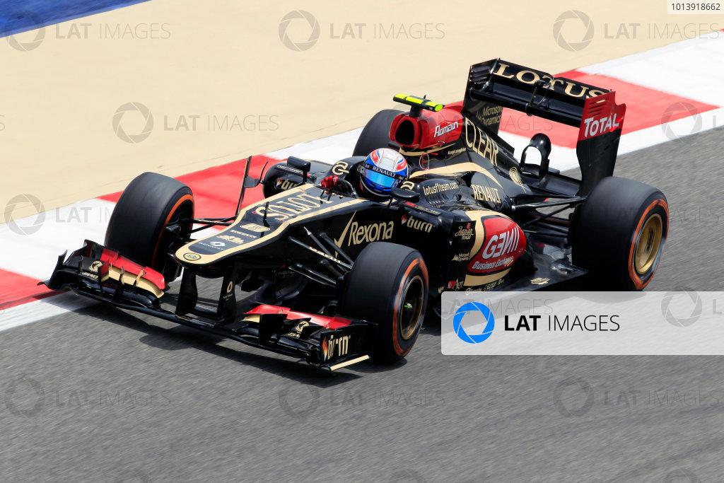 Bahrain International Circuit, Sakhir, Bahrain Friday 19th April 2013 Romain Grosjean, Lotus E21 Renault.  World Copyright: Charles Coates/LAT Photographic ref: Digital Image _X5J2383