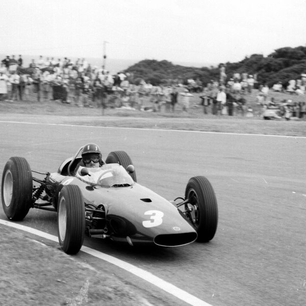 1962 South African Grand Prix.East London, South Africa.27-29 December 1962.Graham Hill (BRM P57) 1st position. Ref-17131.World Copyright - LAT Photographic