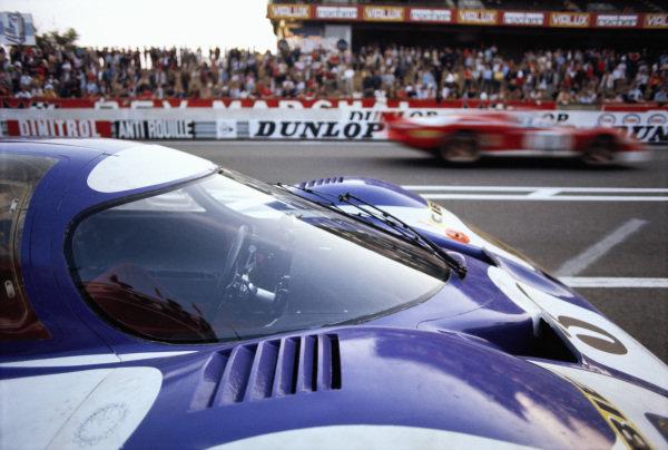 Gerard Larrousse / Willy Kauhsen, Martini International Racing Team, Porsche 917 LH, in the pitlane.