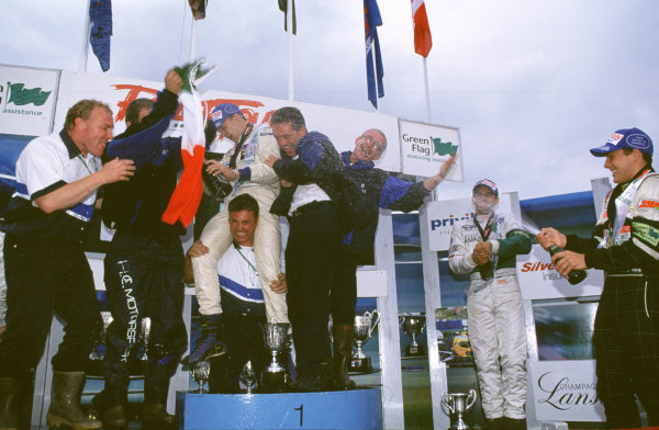 2000 British Formula Three Donington, England. 1st - 2nd July 2000. Rd 7&8. Kiesa, Kirkaldy and Pizzonia celebrate. World - Peter Spinney/ LAT Photographic