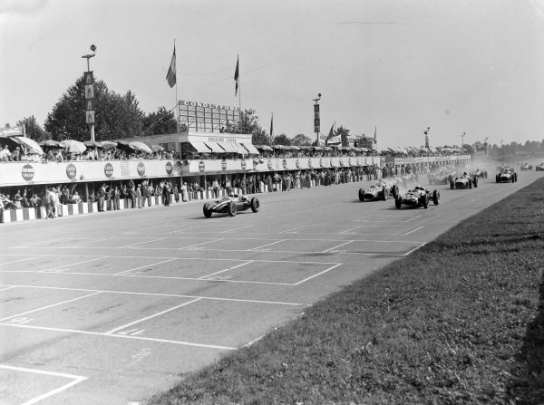 Jack Brabham, Cooper T51 Climax, leads Stirling Moss, Cooper T51 Climax, and Tony Brooks, Ferrari 246, at the start.