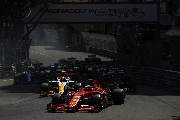 Carlos Sainz, Ferrari SF21, leads Lando Norris, McLaren MCL35M, Pierre Gasly, AlphaTauri AT02, Sir Lewis Hamilton, Mercedes W12, and Esteban Ocon, Alpine A521