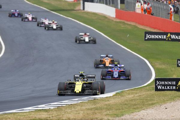 Nico Hulkenberg, Renault R.S. 19, leads Alexander Albon, Toro Rosso STR14, Carlos Sainz Jr., McLaren MCL34, and Kimi Raikkonen, Alfa Romeo Racing C38