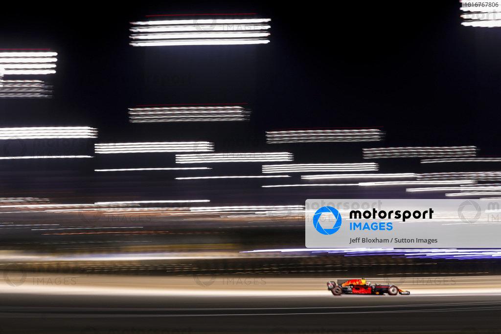 Daniel Ricciardo (AUS) Red Bull Racing RB13 at Formula One World Championship, Rd3, Bahrain Grand Prix Qualifying, Bahrain International Circuit, Sakhir, Bahrain, Saturday 15 April 2017. BEST IMAGE
