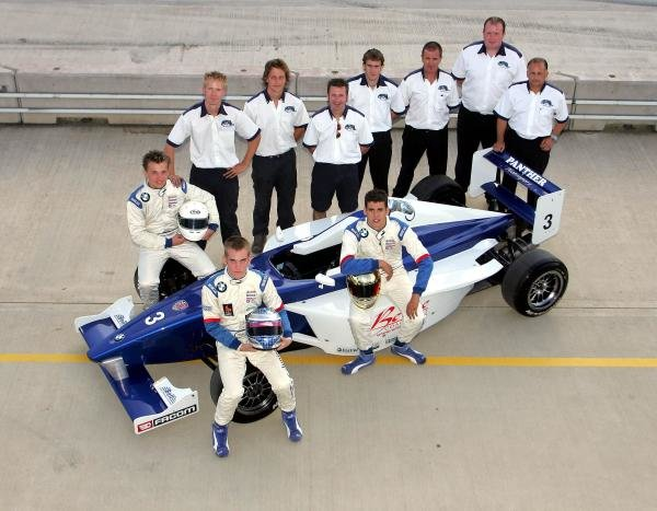 2004 Panther Motorsport team shot.Formula BMW UK Championship, Rockingham, England, 4-5 September 2004.DIGITAL IMAGE.