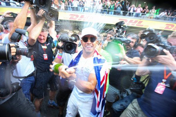 Autodromo Hermanos Rodriguez, Mexico City, Mexico. Sunday 29 October 2017. Lewis Hamilton, Mercedes AMG, sprays champagne in celebration of his fourth wolrd title, while being mobbed by the media. World Copyright: Charles Coates/LAT Images  ref: Digital Image DJ5R7716