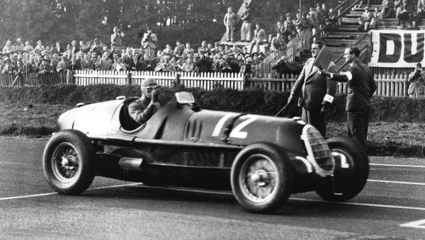 Donington Park, Great Britain.3 October 1936.Dick Seaman (Alfa Romeo C-type), 1st position shared with Hans Ruesch.Published-Autocar 9/10/1936 p657.World Copyright - LAT Photographic