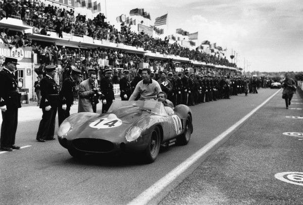7918F_14_LM58 JPG1958 Le Mans 24 hours, Le Mans, France.22 June 1958.Olivier Gendebien (right) and Phil Hill (Ferrari 250TR), 1st position.World - LAT PhotographicRef: Motor 7918F_14