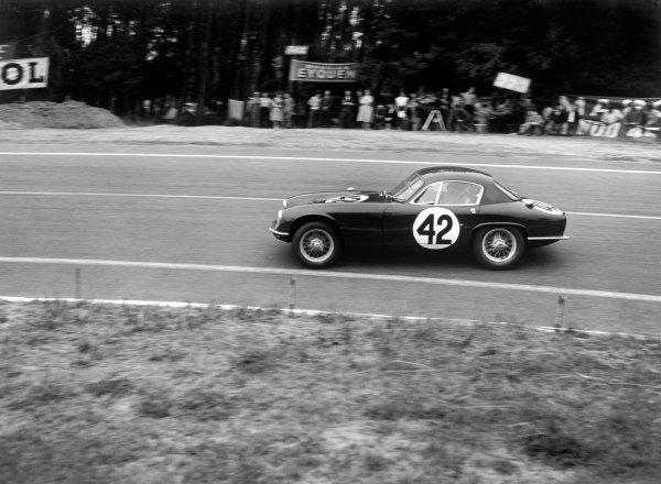 Le Mans, France. 20-21 June 1959. Jim Clark/Sir John Whitmore, Lotus Elite, action. World Copyright: LAT Photographic. ref: C55885