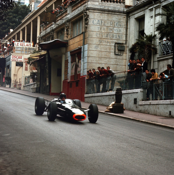 Monte Carlo, Monaco.28-30 May 1965.Graham Hill (BRM P261) 1st position.Ref-3/1631.World Copyright - LAT Photographic