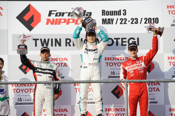 Round 3 & 4 - Twin Ring Motegi.22nd - 23rd May 2010.Rd 3 Winner Yuji Kunimoto ( #1 PETRONAS TEAM TOM'S ) 2nd position Yuhi Sekiguchi ( #12 ThreeBond Racing ) 3rd positon Alexandre Imperatori ( #2 TODA RACING ) podium.World Copyright: Yasushi Ishihara/LAT Photographicref: Digital Image 2010JF3_R3_005