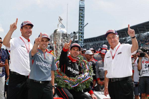 Winner Will Power, Team Penske Chevrolet, podium, Victory Lane, team, Roger Penske, Tim Cindric, David Faustino
