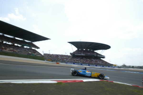 2003 European Grand Prix - Sunday RaceNurburgring, Germany.29th June 2003.Fernando Alonso, Renault R23, action.World Copyright LAT Photographic.Digital Image Only.