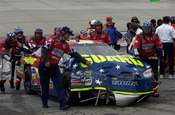 04-06 June, 2004, Dover International Speedway, USA,Greg Biffle and crew head into the pits after being involved in a wreck,Copyright-Robt LeSieur 2004 USALAT Photographic