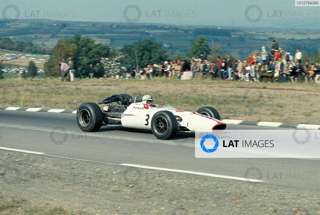 1967 United States Grand Prix.Watkins Glen, New York, USA.30/9-1/10 1967.John Surtees (Honda RA300).Ref-67 USA 29.World Copyright - LAT Photographic