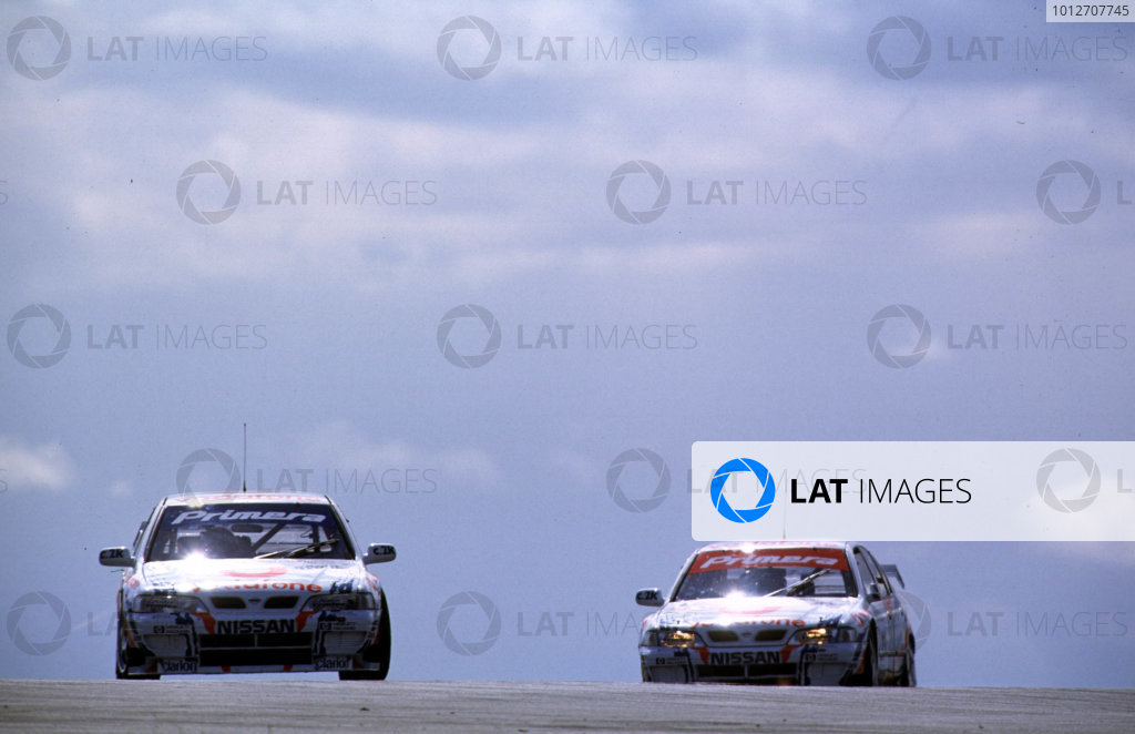 Donington, England. 4th - 5th April 1999. Rd 1&2. David Leslie leads Laurent Aiello, (Nissan Primera GT), action. 