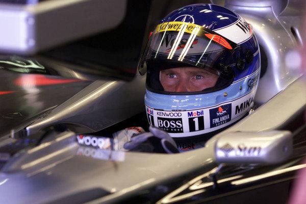 1999 Australian Grand Prix.Albert Park, Melbourne, Australia. 5-7 March 1999.Mika Hakkinen (McLaren Mercedes-Benz) during practice.World Copyright - Tee/LAT Photographic