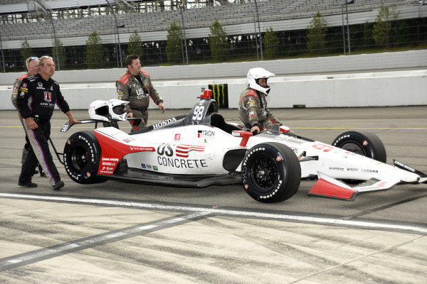 Marco Andretti, Andretti Herta with Marco & Curb-Agajanian Honda's crew brings the car back to the garage after the rain shortened event