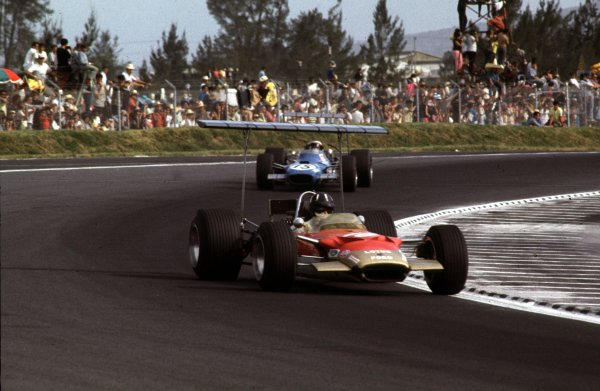 1968 Mexican Grand Prix.Mexico City, Mexico.1-3 November 1968.Graham Hill (Lotus 49B Ford) 1st position. Ref-68 MEX 05.World Copyright - LAT Photographic