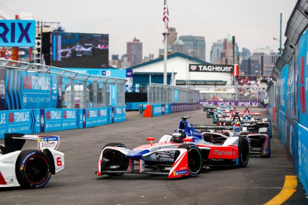 Jose Maria Lopez (ARG), Dragon, Penske EV-2, leads Nick Heidfeld (GER), Mahindra Racing, Mahindra M4Electro.