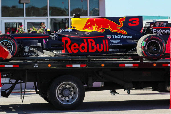 The car of race retiree Daniel Ricciardo (AUS) Red Bull Racing RB13 is recovered at Formula One World Championship, Rd17, United States Grand Prix, Race, Circuit of the Americas, Austin, Texas, USA, Sunday 22 October 2017.