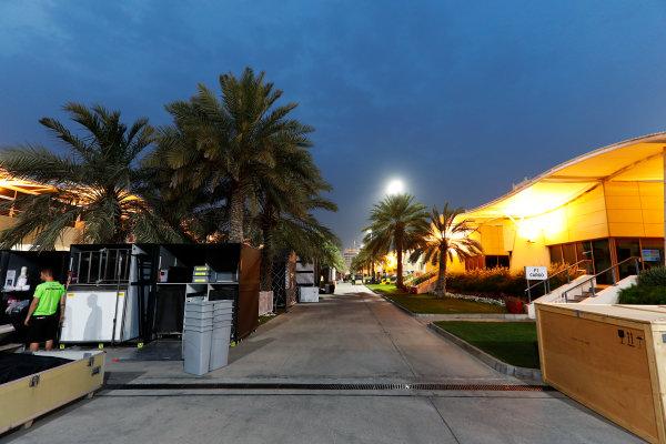 Bahrain International Circuit, Sakhir, Bahrain.  Wednesday 19 April 2017. Teams pack equipment at the conclusion of Bahrain's two-day test. World Copyright: Glenn Dunbar/LAT Images ref: Digital Image _X4I4971