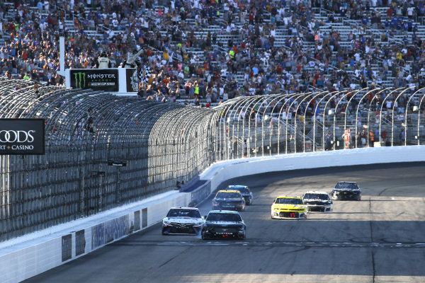 #4: Kevin Harvick, Stewart-Haas Racing, Ford Mustang Busch Beer / National Forest Foundation drives under the checkered flag to win