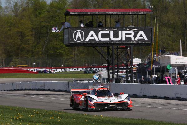 #6 Acura Team Penske Acura DPi, DPi: Juan Pablo Montoya, Dane Cameron crosses the finish line under the checkered flag for the win