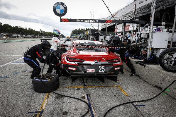 #25 BMW Team RLL BMW M8 GTE, GTLM: Connor De Phillippi, Bruno Spengler, pit stop