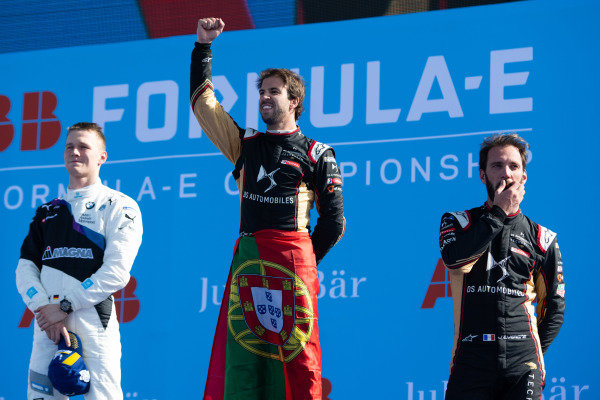 Race winner Antonio Felix da Costa (PRT), DS Techeetah on the podium with Maximilian Günther (DEU), BMW I Andretti Motorsports, 2nd position, and Jean-Eric Vergne (FRA), DS Techeetah, 3rd position