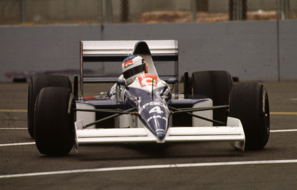 1990 United States Grand Prix.Phoenix, Arizona, USA.9-11 March 1990.Jean Alesi (Tyrrell 018 Ford) drove superbly, battling hard with Senna to eventually finish in 2nd position.World Copyright - LAT Photographic