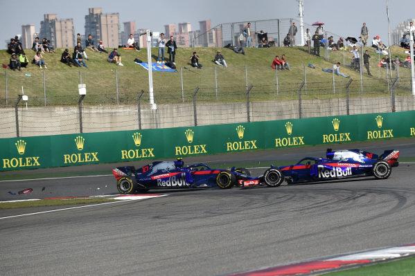 Pierre Gasly (FRA) Scuderia Toro Rosso STR13 and Brendon Hartley (NZL) Scuderia Toro Rosso STR13 collide