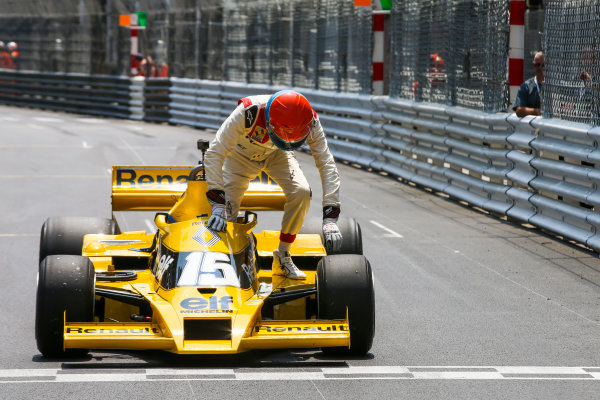 Monte Carlo, Monaco. Friday 26 May 2017. Jean-Pierre Jabouille, Renault RS01. World Copyright: Charles Coates/LAT Images ref: Digital Image DJ5R7627