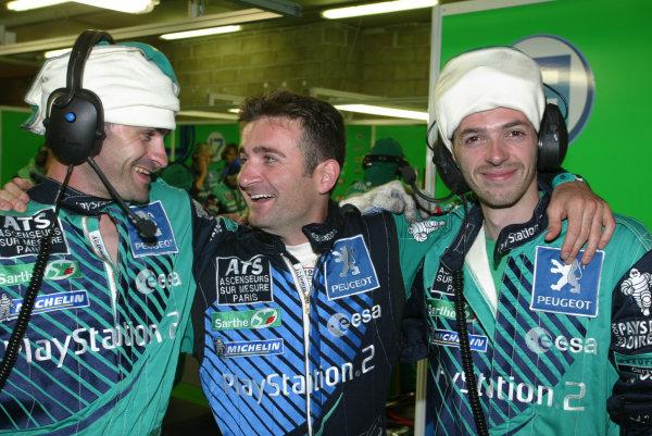 2003 Le mans 24 HoursLe Mans, France. 11th June 2003Nicolas Minassian, jokes with team mechanics.World Copyright: Mike Weston/LAT Photographicref: Digital Image Only