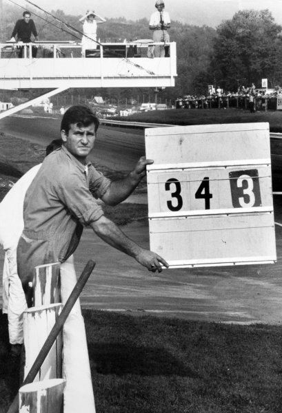 1968 Canadian Grand Prix.St Jovite, Canada. 22 September 1968.A mechanic shows his driver's pit board, atmosphere.World Copyright: LAT PhotographicRef: Motor b&w print