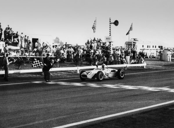 1960 United States Grand Prix. Riverside, California, USA.18th - 20th November 1960. Jim Hall (Lotus 18 Climax) 7th position, action. World Copyright: LAT Photographic. Ref: B/W Print.