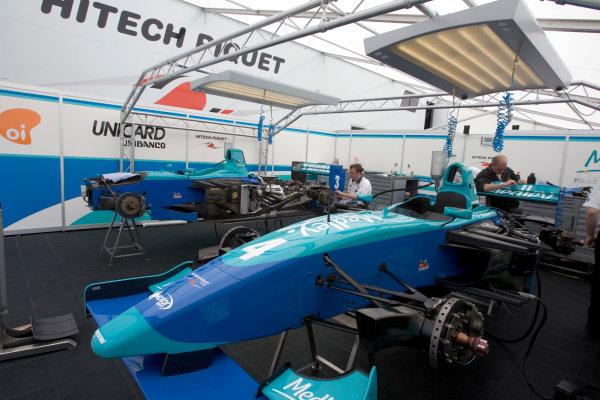 2005 GP2 Series - ImolaAutodromo Enzo e Dino Ferrari, Italy. 21st - 24th April.Thursday Preview.HiTech Piquet pit.Photo: GP2 Series Media Serviceref: Digital Image Only.