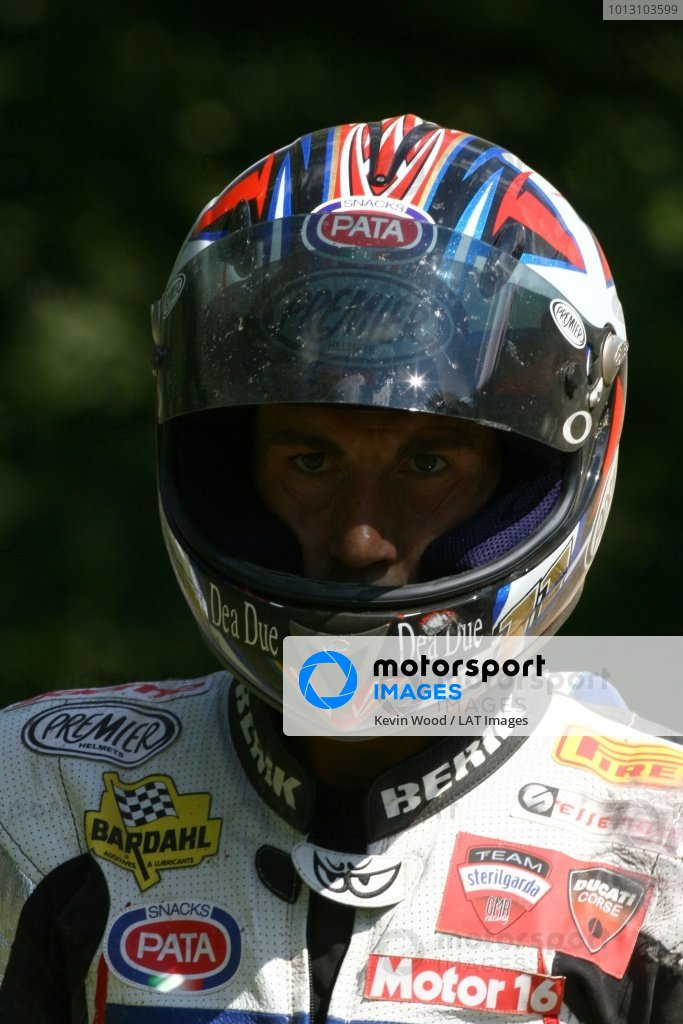 2007 World Superbike Championship. Brands Hatch, England. 3rd - 5th August 2007. Ruben Xaus, Ducati 999F06, walks back to the pits after crashing, portrait. World Copyright: Kevin Wood/LAT Photographic ref: Digital Image