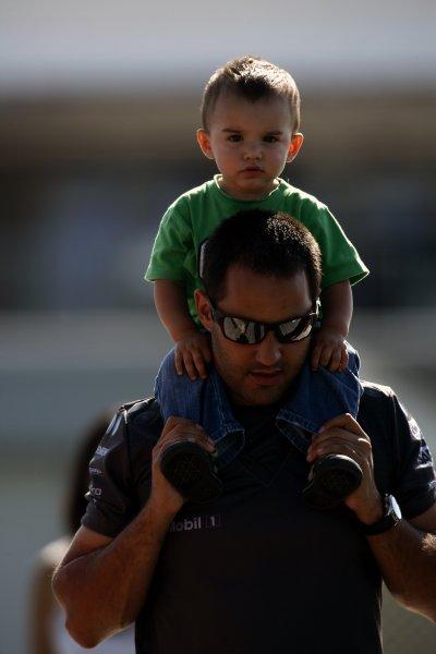 2006 Canadian Grand Prix - Saturday Practice Montreal, Canada. 22nd - 25th June. Juan Pablo Montoya, McLaren MP4/21-Mercedes-Benz, carries his son, Sebastian, portrait. World Copyright: Charles Coates/LAT Photographic ref: Digital Image ZK5Y4476